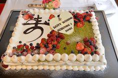 ウェディングケーキ入刀!!! 「夫婦で最初の共同作業」&ファーストバイトでシャッターチャンス そんなプロ司会者の進行の声が聞こえてきそうなこの写真 ブログを書きつつ気になるのが検索キーワード! 今月2014年の8月末から […]... Cake Decorating Designs, Cake Decorating For Beginners, Zombie Wedding Cakes, Square Cakes, Cream Cake, Amazing Cakes, Birthday Cake, Cooking, Sweet