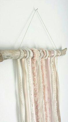 Tenture murale pêche et crème, tenture de rubans blush et crème, décoration murale, mobile, chambre de bébé, chambre fille, décoration mur