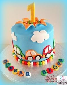 15 Coolest 1st birthday cakes ideas for boys & girls