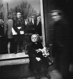 Antanas Sutkus (Антанас Суткус) History Of Photography, Film Photography, Street Photography, Black And White Portraits, Black And White Photography, Art Society, Old Photos, Storytelling, The Past