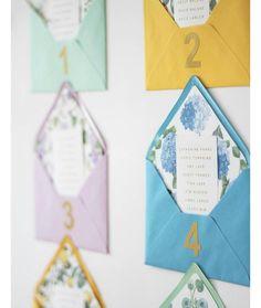 « Me encanta este #seatingplan, sencillo y colorido ❤ #instawedding #weddingblog #wedding #boda #papel #sobres #algonuevoalgoprestadoyalgoazul »