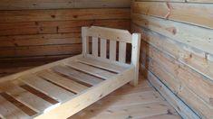 Кровать для ребенка своими руками из дерева лучше делать из хвойного массива.
