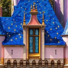 Living A Doll's Life : Fantasyland Walk Through - Disneyland Resort Castle Window, Dumbo The Flying Elephant, Circus Train, Circle Skirts, Disney California Adventure, Top Toys, Disney Marvel, Disneyland Resort, Winter Soldier