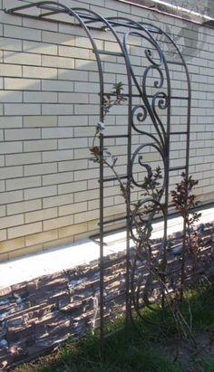 Pergola With Retractable Roof Garden Arch Trellis, Garden Arches, Iron Pergola, Diy Pergola, Outdoor Landscaping, Front Yard Landscaping, Iron Trellis, Metal Trellis, Landscape Design