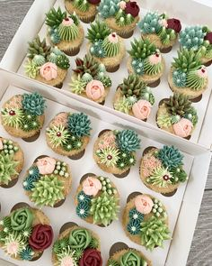 Cupcake Flower Bouquets, Floral Cupcakes, Mini Cupcakes, Cupcake Cakes, Carousel Cupcakes, Cake Flowers, Flower Cakes, Themed Cupcakes, Floral Cake