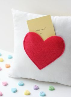 Quality Sewing Tutorials: Secret Pocket Pillow tutorial from See Kate Sew Valentines Bricolage, Valentines Diy, Pillow Tutorial, Heart Pillow, Diy Couture, Idee Diy, Sewing Projects For Beginners, Diy Projects, Sewing Tutorials