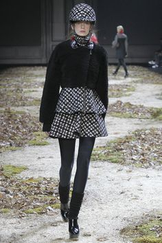 Moncler Gamme Rouge Fall 2015 RTW Runway - Vogue-Paris Fashion Week