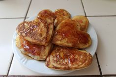 Heart-shaped pancakes on Valentines Day, made with love for my Heart Shaped Pancakes, Heart Shapes, Valentines Day, Meat, Breakfast, Food, Valentine's Day Diy, Morning Coffee, Essen