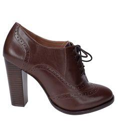 Sapato feminino    Material: couro    Oxford    Marca: Satinato    Com cadarço        Veja mais opções de   sapato feminino.           COLEÇÃO INVERNO 2015              Sobre a Satinato     A Satinato possui uma coleção de sapatos, bolsas e acessórios cheios de tendências de moda. 90% dos seus produtos são em couro. A principal característica dos Sapatos Santinato são o conforto, moda e qualidade! Com diferentes opções e estilos de sapatos, bolsas e acessórios. A Satinato também oferece…