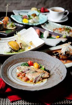 오늘의 생선 Fish of the day - 맛과 식감이 뛰어난 흰살 생선을 구워 감칠맛을 더한 오늘의 생선.  섬초, 브로콜리, 토마토 등 다채로운  가니쉬를 곁들인 메인요리