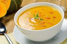 A luxurious curried butternut squash soup recipe made in the slow cooker. Just toss everything in and you get perfect warm and comforting butternut soup. Ingredients 1 tablespoon canola oil 1 large onion, chopped (about 2 cups) 2 cloves garlic, minced Vegan Crockpot Recipes, Soup Recipes, Cooking Recipes, Healthy Recipes, Healthy Soups, Healthy Eating, Garlic Recipes, Vegan Soups, Cooking Food