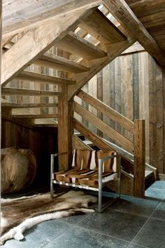 woody entry way / Photo: Jean-Marc Palisse / Aude Cardinale's chalet in Chamonix