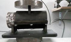 LACOTEC ha adquirido un nuevo equipo de ensayo; con el que ya podemos evaluar la adherencia entre capas de firme, mediante el ensayo de corte (NLT-382/08). El procedimiento consiste en medir el esfuerzo cortante necesario para separar dos capas que constituyen los firmes de carretera, así como la deformación producida para la carga aplicada. Dichas capas pueden ser de mezcla bituminosa ambas, o una de mezcla bituminosa y la otra de materiales tratados con conglomerantes hidráulicos.
