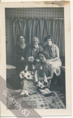 Group-of-women-with-dolls-1920-30s-vintage-photo