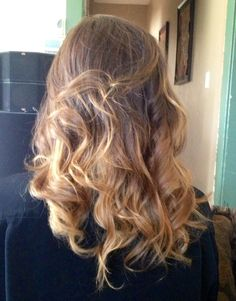 Ombré hair Carmel color DIY curls summer look. Carmel Hair, Carmel Color, Diy Ombre, Hair Care Routine, Bob Styles, Trendy Hairstyles, Insta Makeup, Summer Looks, Pink Hair