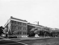 May Santa Monica Hospital, at Street 1200 block. Believe the photo was taken from St and Arizona looking slightly northwest. This is the St side of the building. California History, Southern California, West Los Angeles, San Fernando Valley, Santa Monica, Old Photos, Venice, Arizona, Past