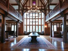 The Grand Hall in Tudor style mansion, Richmond, Virginia - The fascinating history of Agecroft Hall makes this attraction well worth a visit. The Tudor style building is over 500 years old and has been built, disassembled, shipped across the Atlantic in crates, and then rebuilt. Today the beautifully restored Agecroft Hall is open to visitors and is surrounded by stunning English style gardens.