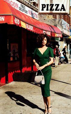 Classic / Love this green dress, pretty!