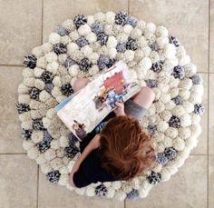 4 pies redonda alfombra de pom pom