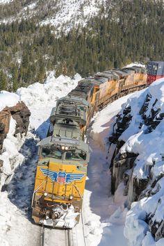 Union Pacific freight train locomotives - North America - Photo Union Pacific Train, Union Pacific Railroad, By Train, Train Tracks, Rock Island Railroad, Railroad Photography, Old Trains, Train Pictures, Model Trains
