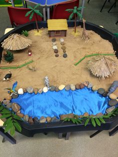 Handa's surprise small world Sensory Table, Sensory Bins, Sensory Play, Nursery Activities, Activities For Kids, Outdoor Activities, African Animals, African Safari, Reggio Emilia