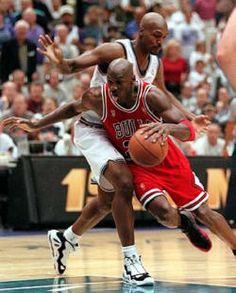 Chicago Bulls, Michael Jordan Basketball, Jordan 23, Magic Johnson, Basketball Legends, Basketball Court, Superman, Nba Slam Dunk Contest, Michael Jordan Photos