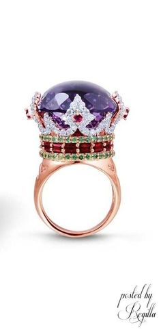 and, WOW! That's some BLING!! Regilla ⚜ Farah Khan