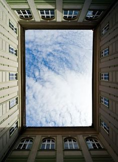 Amazing picture, so centralised ! Crazy! Looks like wonderful Paris ;)