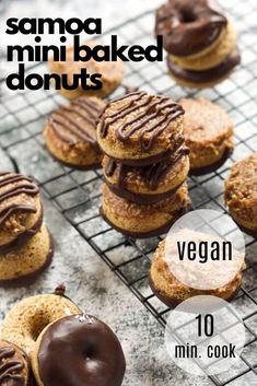 These Homemade Vegan Baked Donuts Is Like Your Favorite Girl Scout Cookie They Have A 3 Ingredient Vegan Caramel Sauce, Chocolate Drizzle And Toasted Coconut Making Them A Sweet Breakfast Idea A Perfect Brunch Recipe For A Crowd No Bake Chocolate Desserts, Dairy Free Chocolate Chips, Chocolate Drizzle, Healthy Chocolate, Vegan Caramel, Salted Caramel Sauce, Baked Donuts, Sweet Breakfast, Toasted Coconut