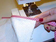 Diy Sewing Projects, Sewing Hacks, Twin Babies, Diy Baby, Crochet Baby, Diys, Infant, Coin Purse, Diy Crafts