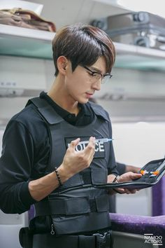 Criminal Minds KR - Lee Joon Gi (Kim Hyun Joon), EP 3 stills; FB update Aug 2, 2017