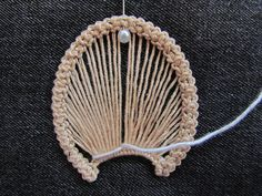 Romanian point lace step 4