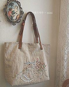 #embroidery#stitch#needlework #Hemp bag #프랑스자수#일산프랑스자수#자수#햄프린넨가방 #오늘 사랑을 많이 받았구나~~♥
