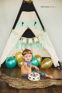 Aztec teepee cake smash. First birthday party. Photography. 1 (one) year old.