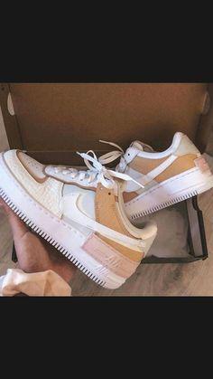 Jordan Shoes Girls, Girls Shoes, Moda Sneakers, Sneakers Nike, Sneakers Women, Shoes Women, Women Sandals, Adidas Shoes, Tenis Nike Air