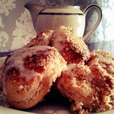 Régimódi aranygaluska vaníliaöntettel Recept képpel - Mindmegette.hu - Receptek French Toast, Breakfast, Recipes, Breads, Food, Cakes, Morning Coffee, Bread Rolls, Cake Makers