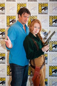 Molly Quinn dressed up as Mal Reynolds.with Mal Reynolds. Castle's Nathan Fillion and his TV daughter Molly Quinn CosPlaying Nathan's character Mal from Firefly => TOO EPIC! Molly Quinn, Nathan Fillion, Glee, Gossip Girl, Nerd Love, My Love, Firefly Serenity, Star Wars, Movies