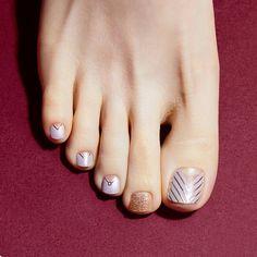Installation of acrylic or gel nails - My Nails Pretty Toe Nails, Cute Toe Nails, Toe Nail Art, Bright Toe Nails, Nail Art Designs, Pedicure Designs, Cute Toenail Designs, Pedicure Ideas, Pedicure Nails