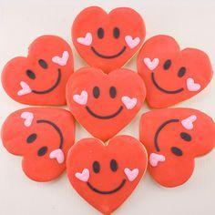 Valentine Cookies Smiley Hearts 12 decorated sugar por TSCookies