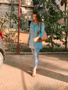 Casual Indian Fashion, Indian Fashion Dresses, Indian Designer Outfits, Fashion Outfits, Jean Outfits, Casual College Outfits, Cute Casual Outfits, Celebrity Casual Outfits, Kurti With Jeans