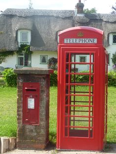 So English village - thatched cottage behind a red phone box and letter box in Hampshire, England England And Scotland, England Uk, Hampshire England, London England, Telephone Booth, English Village, British Countryside, Post Box, Living At Home