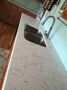 Silestone White Arabesque - Impactful grey veining set against a vivid off-white backdrop gives White Arabesque the lively look of natural marble