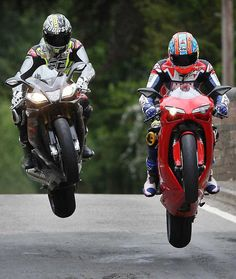 Neil Hodgson and Michael Neeves on Aprilia RSV4 and Ducati 1199 Panigale S | Isle of Man 2012