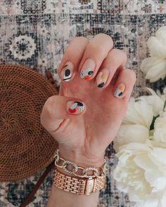 ⭐️ NAIL 💅 ART : abstract edition 🙌⭐️ my girl made my nail art dreams come T R U E the other day { thanks to everyone who… Nail Art Cute, Pretty Nail Art, Cute Acrylic Nails, Nail Design Stiletto, Nail Design Glitter, Minimalist Nails, Dream Nails, Love Nails, Ten Nails