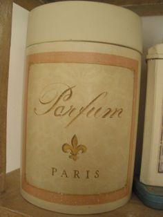 Fleur de lis- PARFUM~ PARIS~en carton