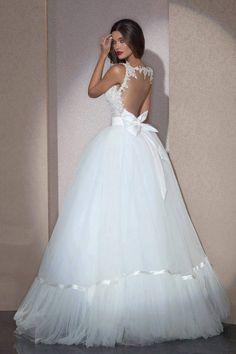 Enhance Your Glamour with a Backless Wedding Dresses