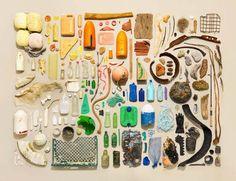 Le photographe Jim Golden, basé à Portland, réalise des photographies d'objets pensées comme des natures mortes organisées. Chaque photographie représent