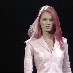 Pink Hair, Red Hair, Anti Fashion, High Fashion, 90s Pop Culture, Kate Moss Style, Moss Fashion, 90s Models, Viera