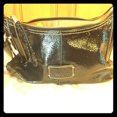 """✅BLACK PATENT PEBBLE LEATHER BAG W/ BRAIDED HANDLE THIS BAG IS IN PERFECT CONDITION EXCELLENT FEEL W/ 10"""" HANDLE DROP & GOLD HARDWARE JUST A GREAT EVERYDAY SHOULDER BAG NON SMOKER FLAWLESS The Sak Bags Shoulder Bags"""