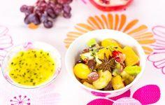 Hedelmäsalaatti ja passiohedelmäkastike Fruit Salad, Eggs, Breakfast, Food, Morning Coffee, Fruit Salads, Egg, Meals, Egg As Food